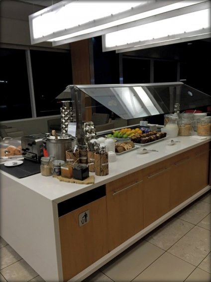 Air Canada Maple Leaf Lounge LAX Review