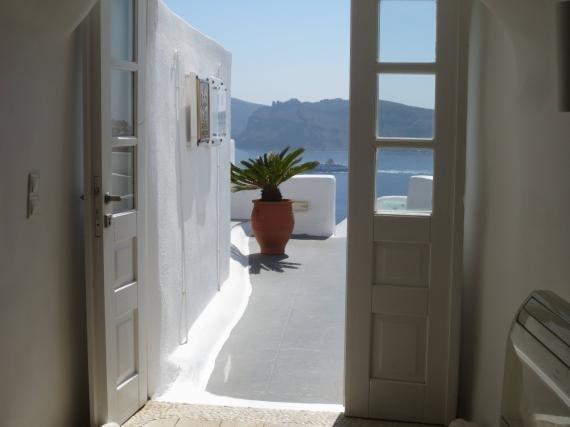 Review: Kirini Suites & Spa, Oia, Santorini, Greece