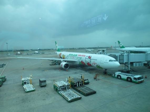 Review: EVA Airways Taipei to Fukuoka Laurel Business Class (Hello Kitty Jet) – Trip Report