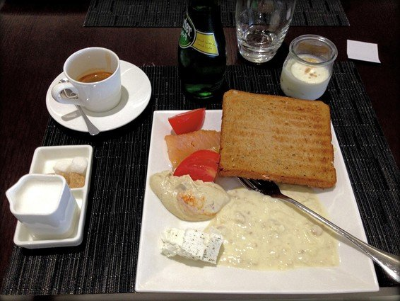 Etihad Business Class Lounge Abu Dhabi Review