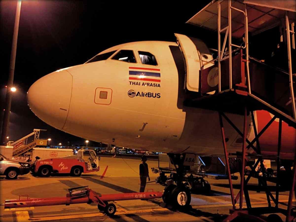 Thai AirAsia Review Bangkok (DMK) to Saigon (SGN) and The Coral Executive Lounge, DMK, Review
